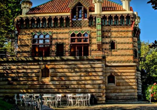 """Edificio """"El Capricho de Gaudí"""" en Comillas (Cantabria)"""