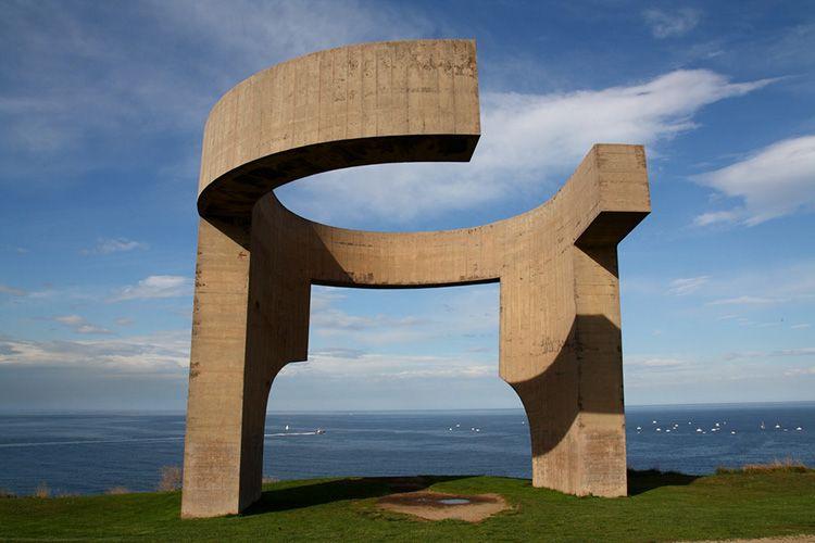 Elogio del horizonte de Chillida en tu escapada barata a Gijón