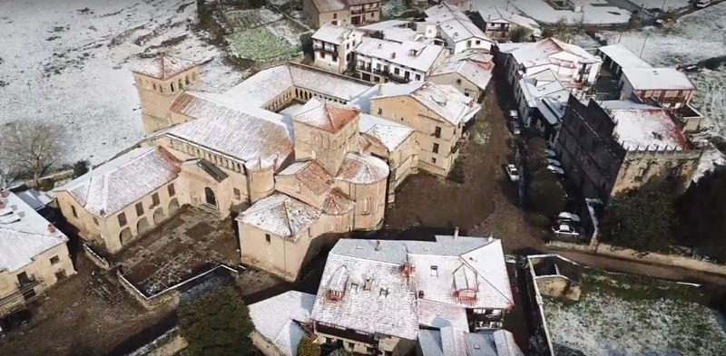 Santillana-del-mar-a-vista-de-drone