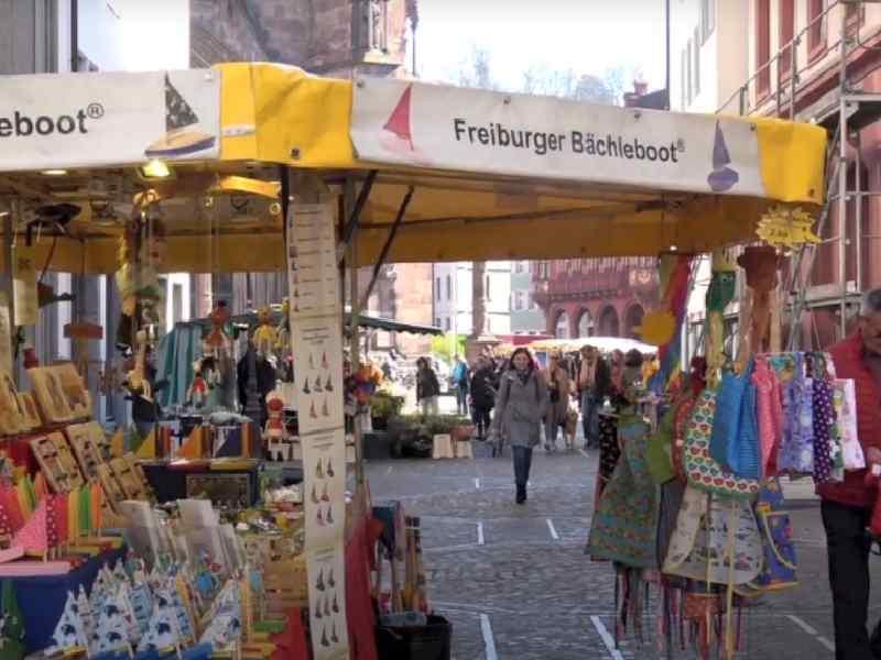 Altstadt o mercado de Friburgo Alemania